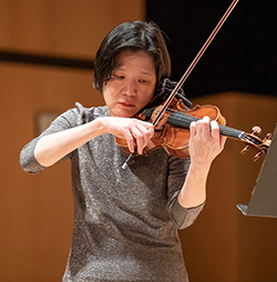 Elizabeth Chang performing, Feb. 2020